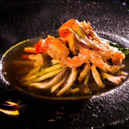 Рамен с лобстер, скариди и зеленчуци