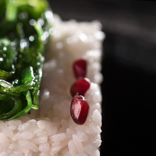 Маринован ориз с Уакаме