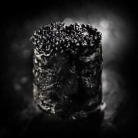 Гункан с черен хайвер